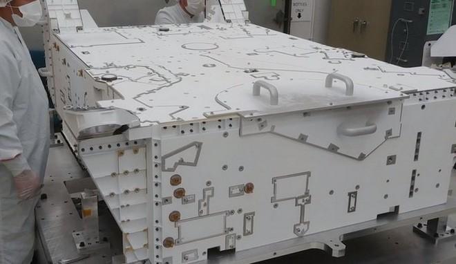 Quá trình sơn tàu thăm dò Sao Hỏa phức tạp và tỉ mỉ thế này đây - Ảnh 5.
