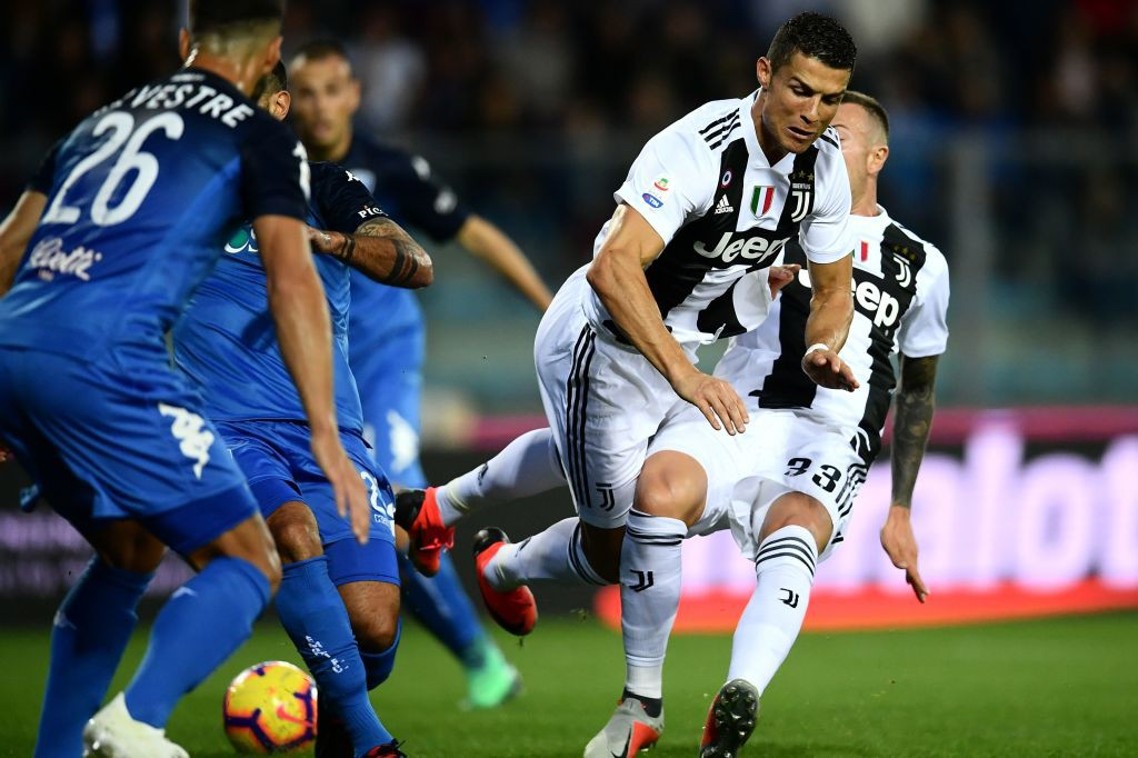 Đẳng cấp siêu sao lên tiếng: Tuyệt phẩm sút xa của Ronaldo giúp Juventus thắng ngược hú vía - Ảnh 8.
