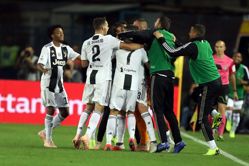 Đẳng cấp siêu sao lên tiếng: Tuyệt phẩm sút xa của Ronaldo giúp Juventus thắng ngược hú vía - Ảnh 6.