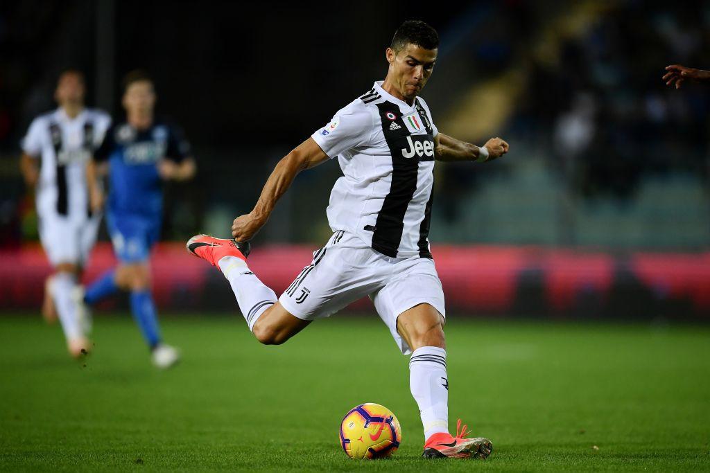 Đẳng cấp siêu sao lên tiếng: Tuyệt phẩm sút xa của Ronaldo giúp Juventus thắng ngược hú vía - Ảnh 4.