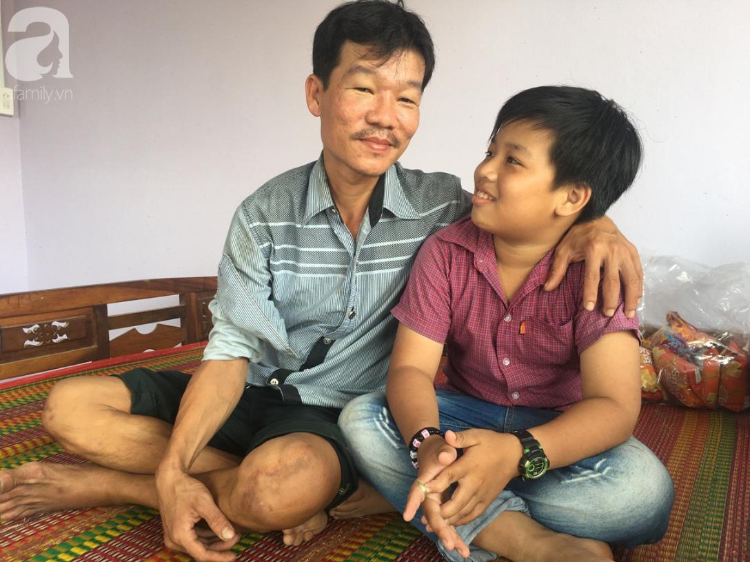Mẹ bỏ đi lấy chồng, điều ước của bé trai 12 tuổi sống với người cha khờ bệnh tật khiến ai cũng xúc động - Ảnh 8.