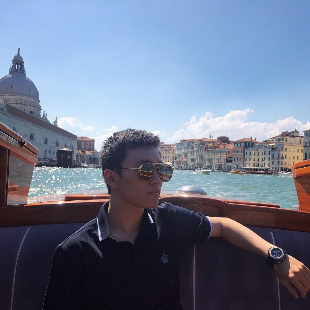 Chân dung tân chủ tịch Inter Milan: 27 tuổi, con trai tỷ phú Trung Quốc, đẹp như tài tử - Ảnh 8.