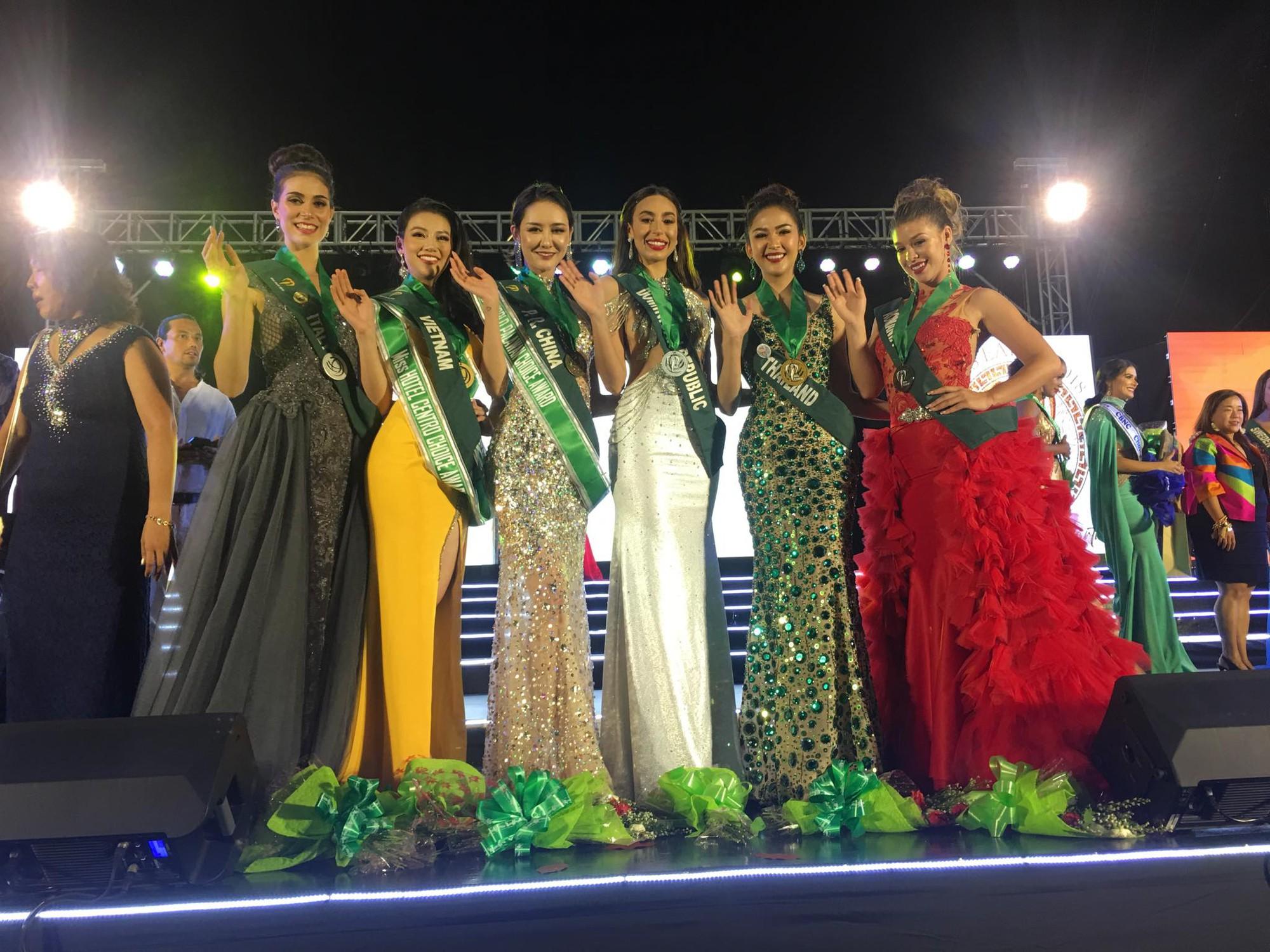 Chỉ trong một đêm thi, đại diện Việt Nam liên tiếp giành huy chương vàng trang phục dạ hội và 3 giải phụ tại Miss Earth 2018 - Ảnh 2.