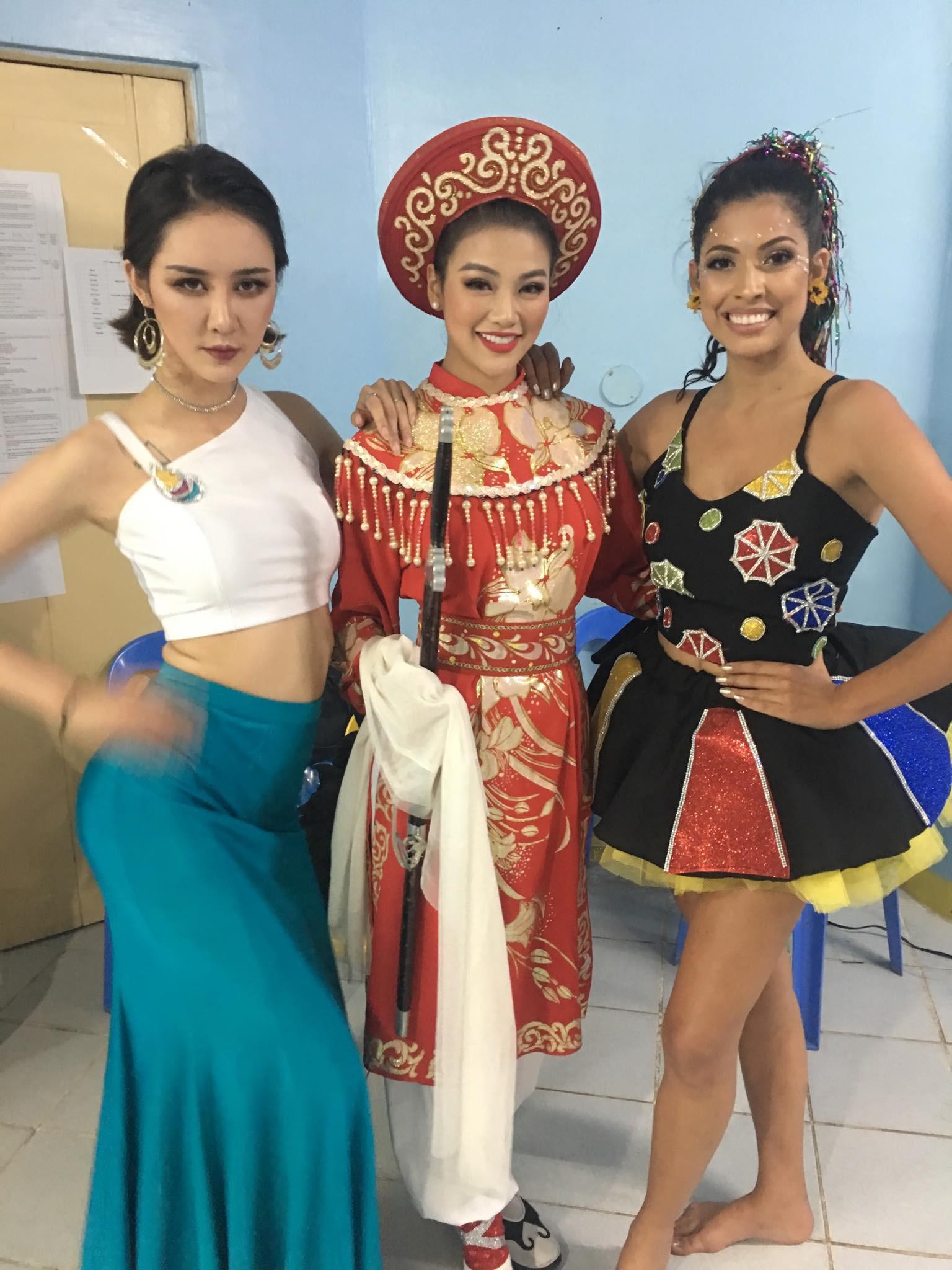 Chỉ trong một đêm thi, đại diện Việt Nam liên tiếp giành huy chương vàng trang phục dạ hội và 3 giải phụ tại Miss Earth 2018 - Ảnh 3.