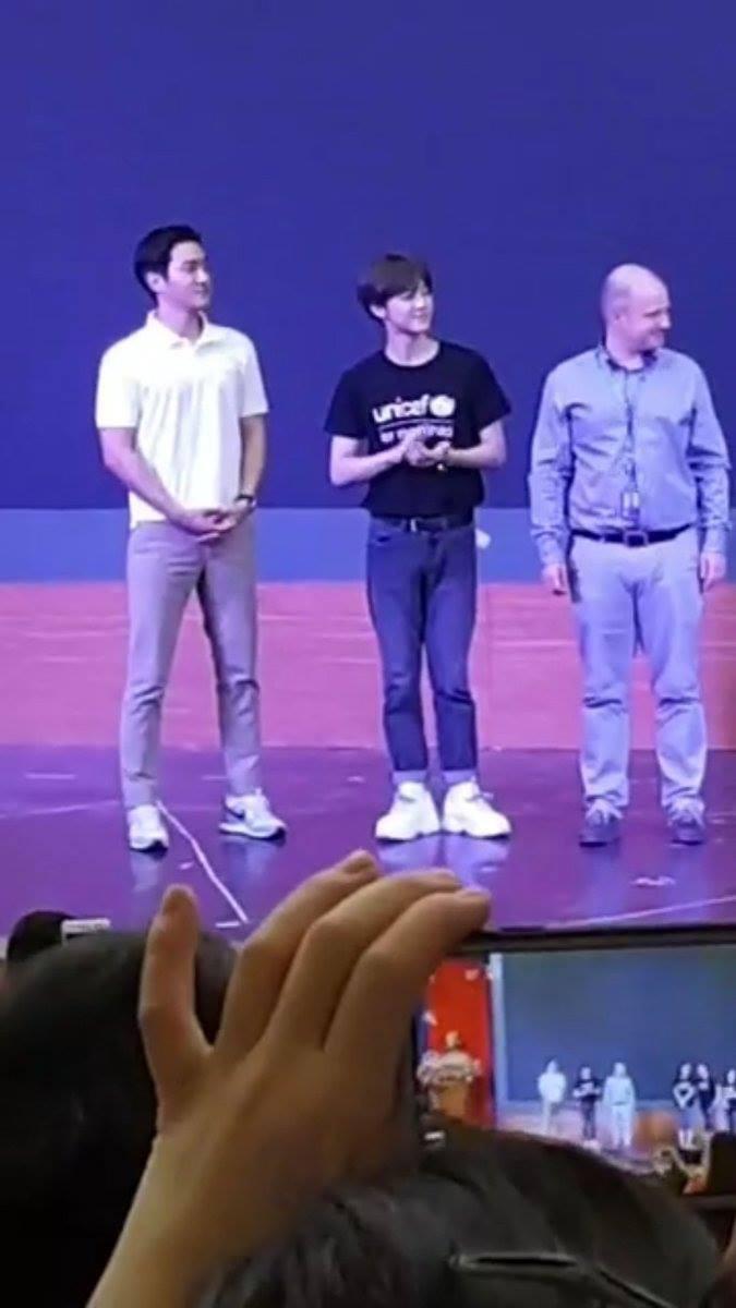 Sáng vừa thả thính sẽ đến Việt Nam, Siwon hiện đã có mặt tại trường đại học ở Hà Nội cùng thành viên NCT - Ảnh 6.