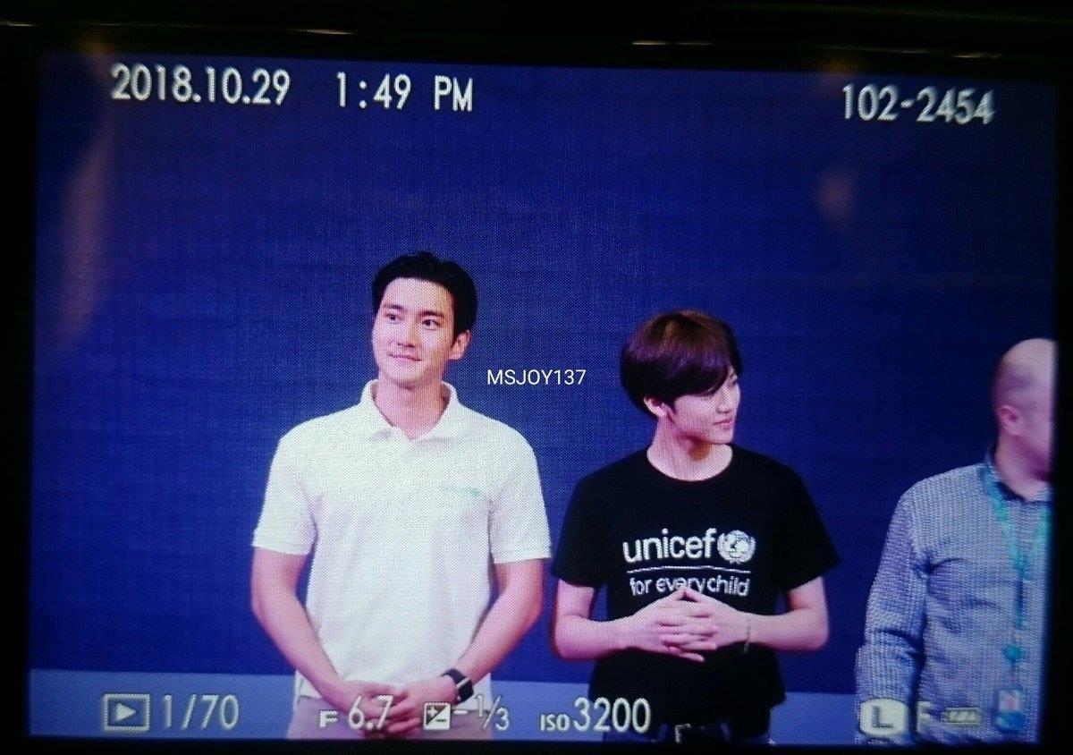 Sáng vừa thả thính sẽ đến Việt Nam, Siwon hiện đã có mặt tại trường đại học ở Hà Nội cùng thành viên NCT - Ảnh 2.