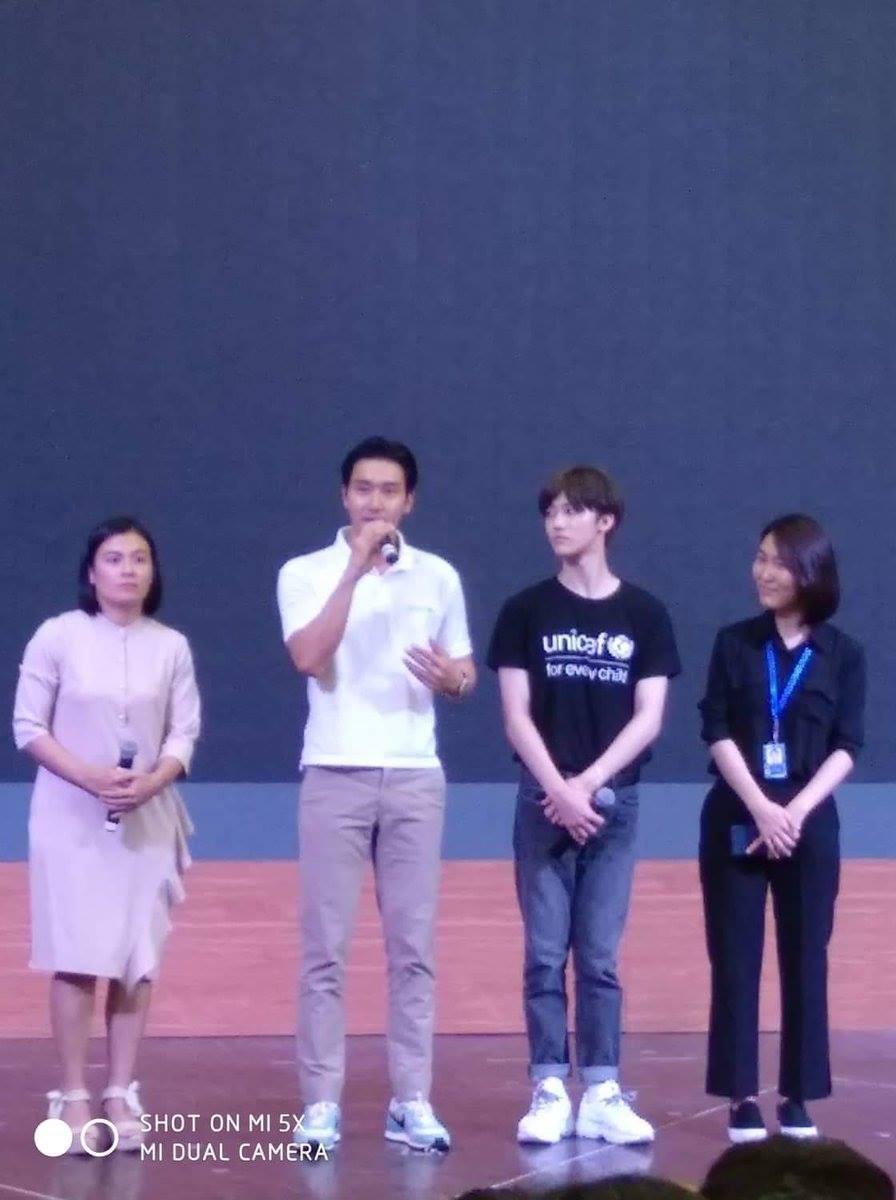 Sáng vừa thả thính sẽ đến Việt Nam, Siwon hiện đã có mặt tại trường đại học ở Hà Nội cùng thành viên NCT - Ảnh 3.