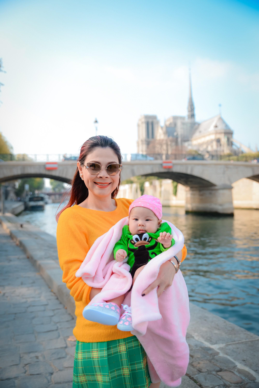 Thanh Thảo và ông xã đưa con gái chỉ mới 3 tháng tuổi đi du lịch châu Âu - Ảnh 8.