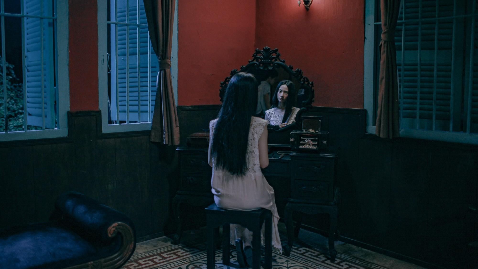 Jun Vũ không chỉ đẹp mà còn ma mị khi làm cô ca nương đoản mệnh trong Người Bất Tử - Ảnh 2.