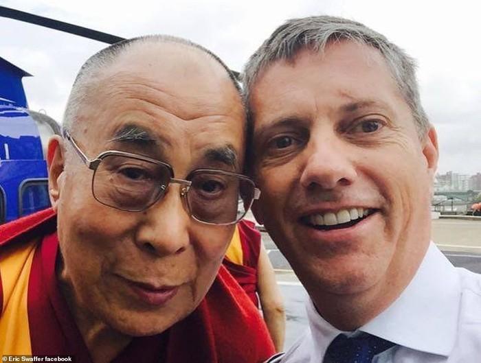 Leicester chính thức xác nhận Chủ tịch người Thái Lan qua đời vì tai nạn trực thăng - Ảnh 2.