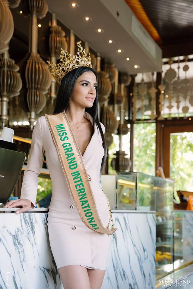 Khoe dáng với bikini, Hoa hậu ngất xỉu gây chú ý vì thân hình trơ xương mà ngực vẫn căng đầy - Ảnh 9.