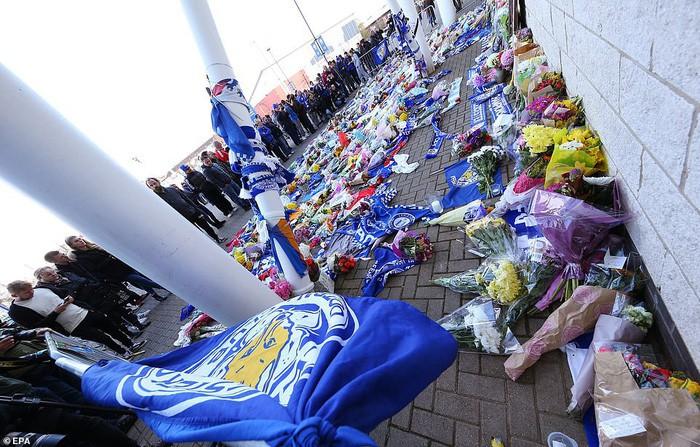 Leicester chính thức xác nhận Chủ tịch người Thái Lan qua đời vì tai nạn trực thăng - Ảnh 5.