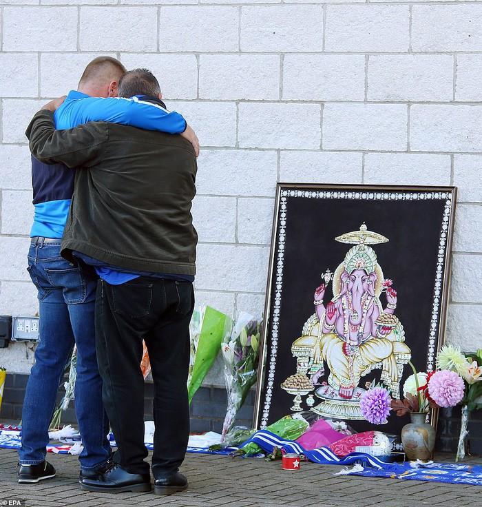 Leicester chính thức xác nhận Chủ tịch người Thái Lan qua đời vì tai nạn trực thăng - Ảnh 6.