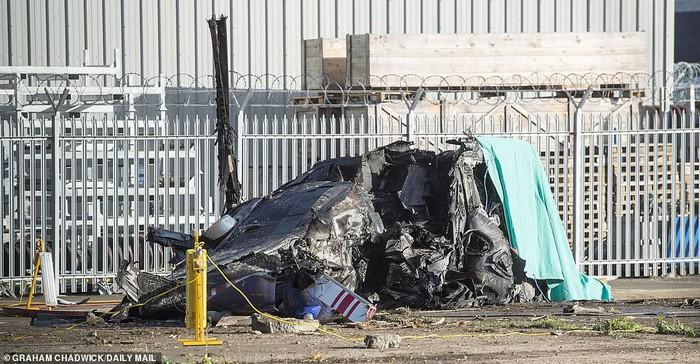 Leicester chính thức xác nhận Chủ tịch người Thái Lan qua đời vì tai nạn trực thăng - Ảnh 7.