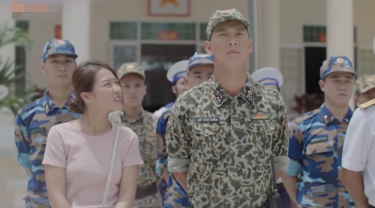 Hậu Duệ Mặt Trời bản Việt lại lòi sạn, là do lỗi thông tin hay