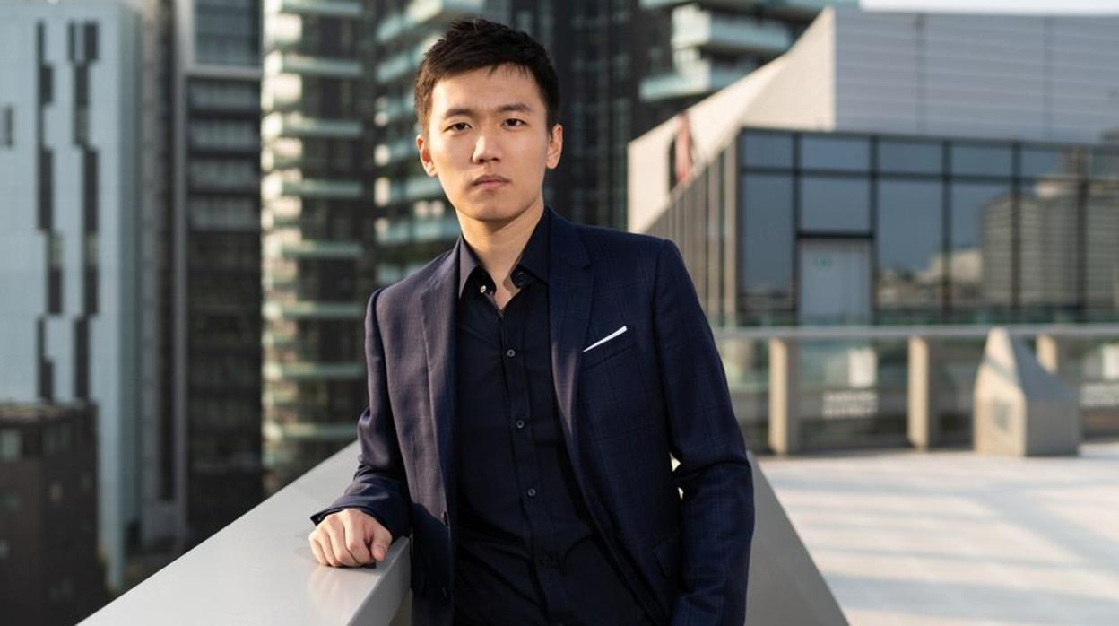 Chân dung tân chủ tịch Inter Milan: 27 tuổi, con trai tỷ phú Trung Quốc, đẹp như tài tử - Ảnh 1.