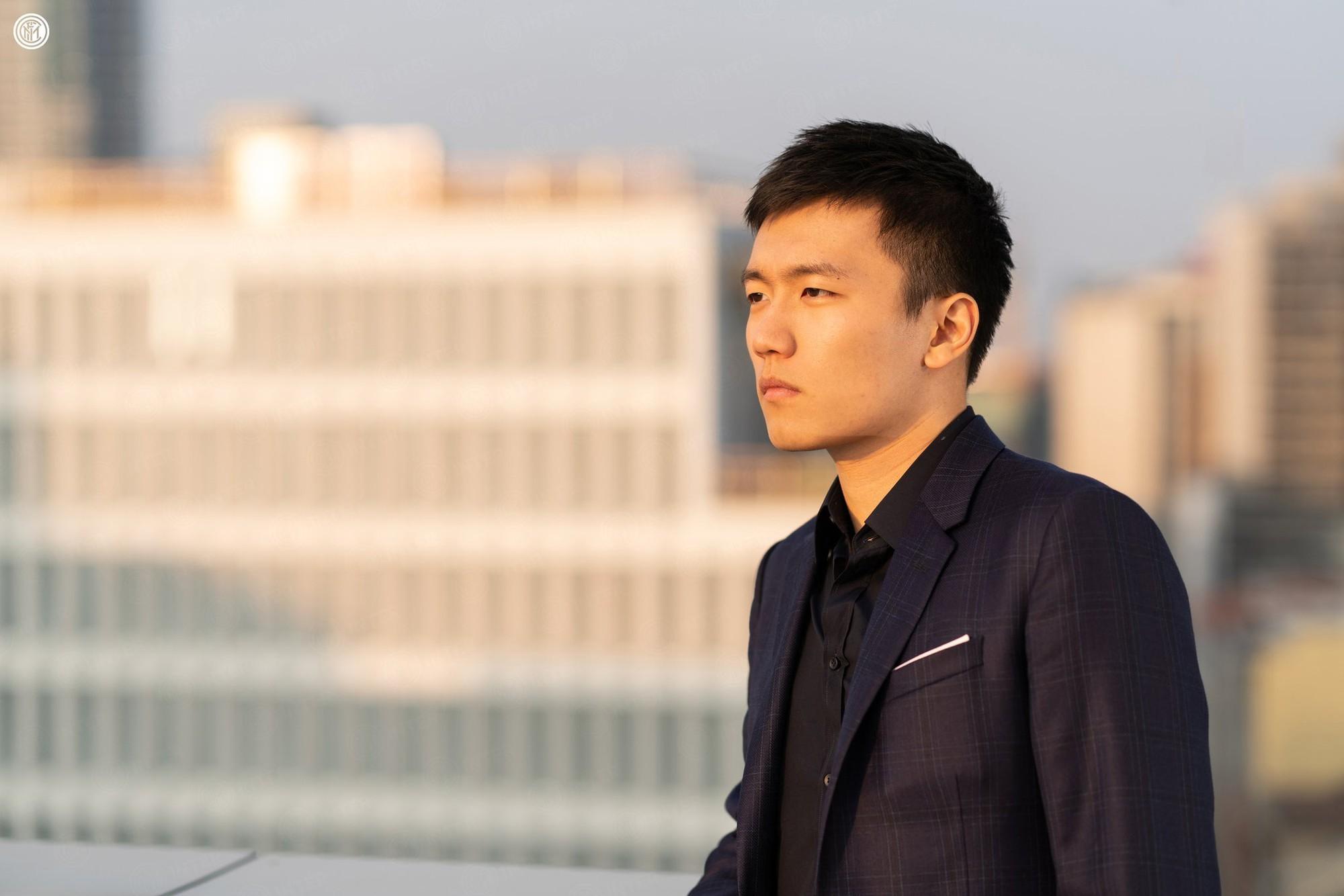 Chân dung tân chủ tịch Inter Milan: 27 tuổi, con trai tỷ phú Trung Quốc, đẹp như tài tử - Ảnh 2.
