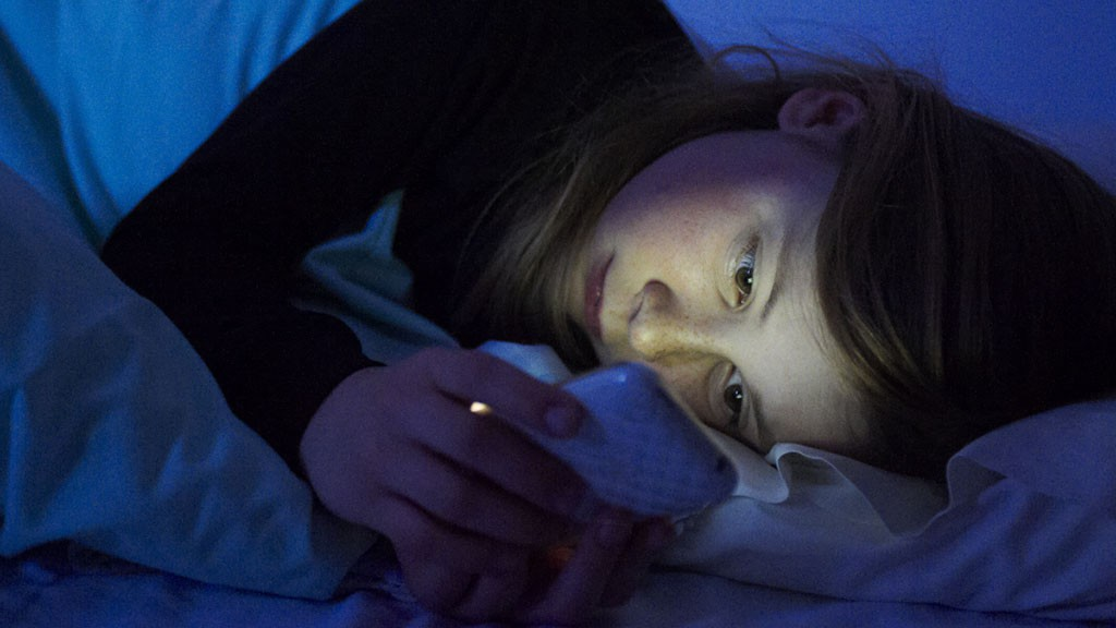 3 thời điểm dùng điện thoại gây hại lớn tới sức khỏe, cái số 2 rất nhiều người mắc phải - Ảnh 3.