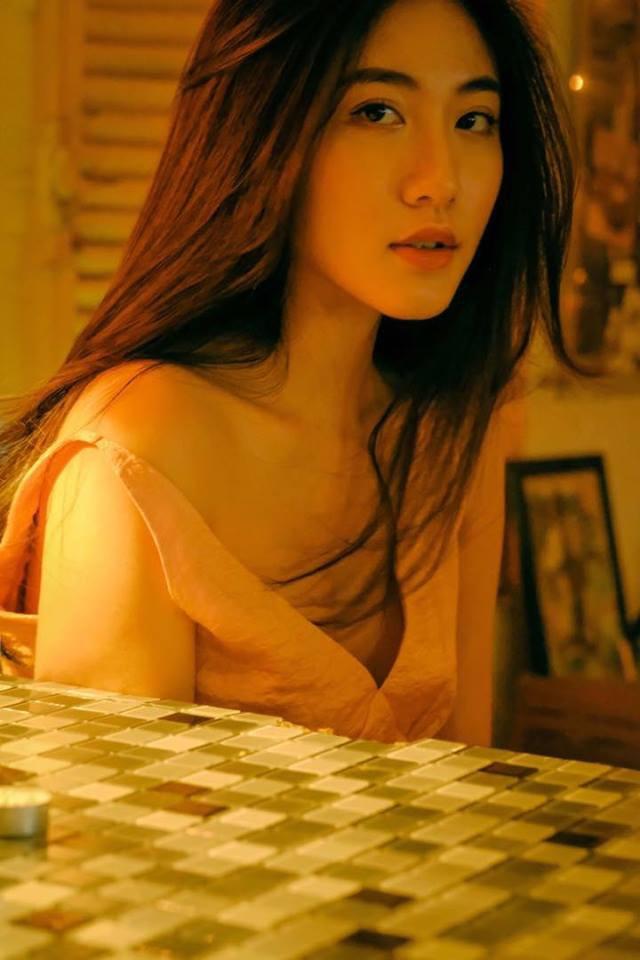 Bộ ảnh tuổi 19 của Thuỳ Linh: Xinh đẹp và dịu dàng đúng kiểu uống nhầm ánh mắt, cơn say theo cả đời - Ảnh 1.
