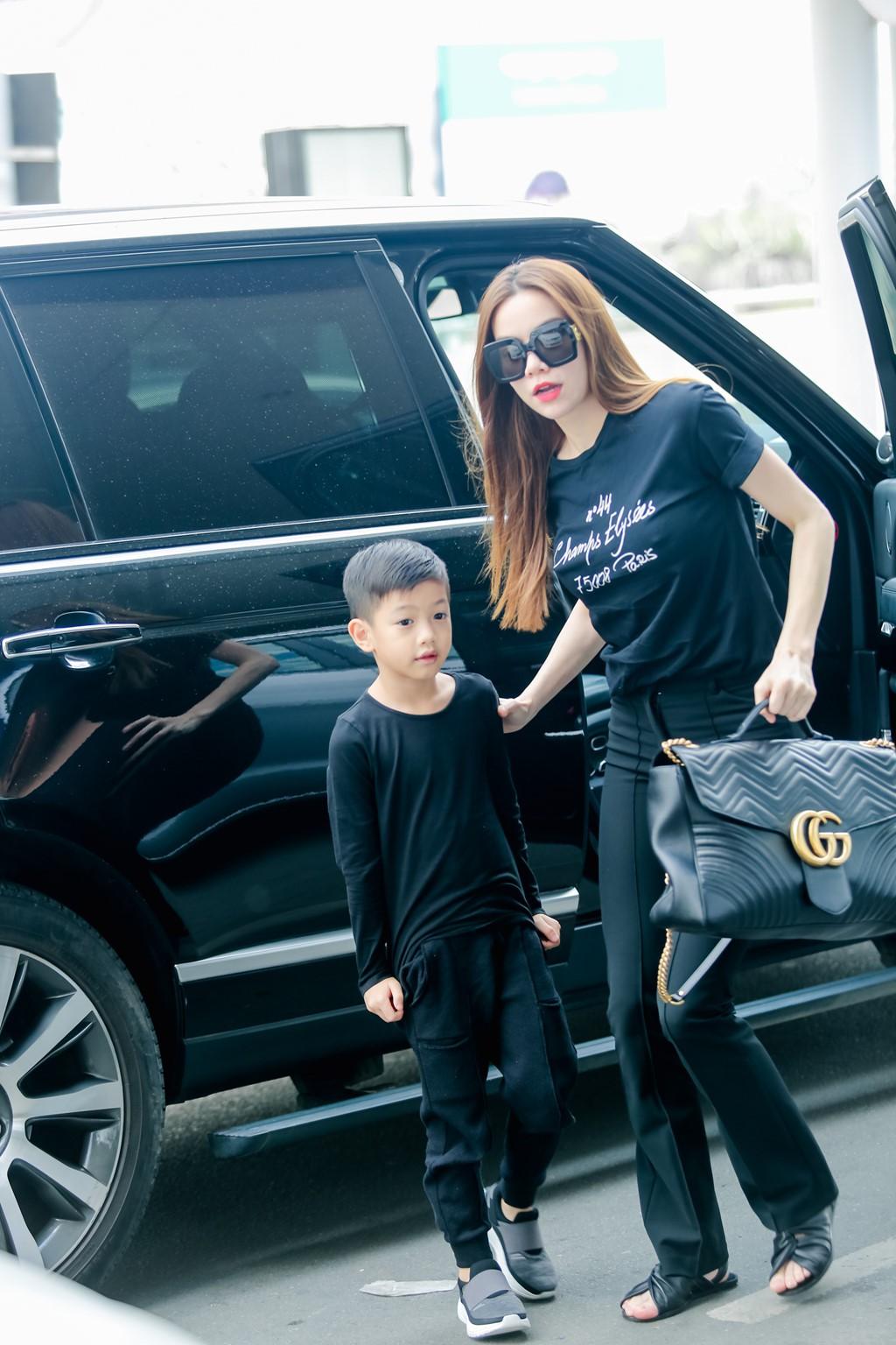 """Cuộc sống """"sang chảnh"""" của các nhóc tì sao Việt: Sống trong biệt thự triệu đô, được tặng xe hơi mừng sinh nhật - Ảnh 16."""