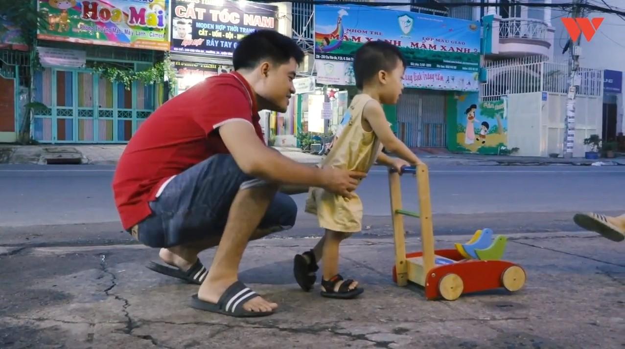 Hành trình cậu bé siêu nhân não mịn hòa nhập với cộng đồng nhờ quán chè bưởi Sài Gòn của bố mẹ Thạc sĩ - Ảnh 6.