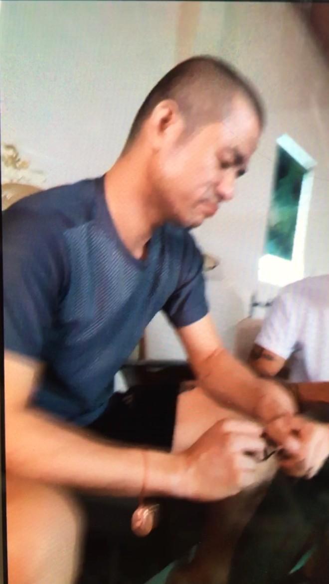 Cuộc trò chuyện cân não giữa Đại đội trưởng CSCĐ và đối tượng ôm lựu đạn cố thủ - Ảnh 2.