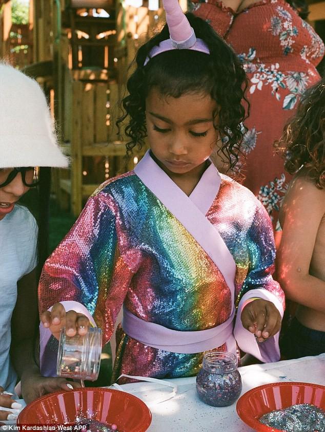 Dân tình trầm trồ vì tiệc sinh nhật 5 tuổi hoành tráng chuẩn rich kid của con gái Kim Kardashian - Ảnh 1.