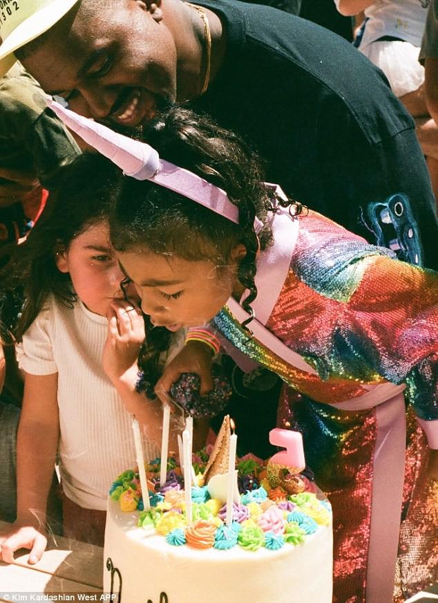 Dân tình trầm trồ vì tiệc sinh nhật 5 tuổi hoành tráng chuẩn rich kid của con gái Kim Kardashian - Ảnh 2.