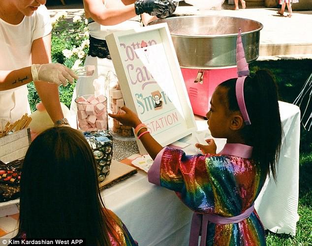 Dân tình trầm trồ vì tiệc sinh nhật 5 tuổi hoành tráng chuẩn rich kid của con gái Kim Kardashian - Ảnh 3.