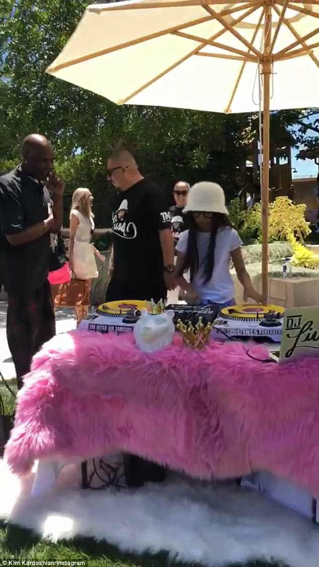 Dân tình trầm trồ vì tiệc sinh nhật 5 tuổi hoành tráng chuẩn rich kid của con gái Kim Kardashian - Ảnh 9.