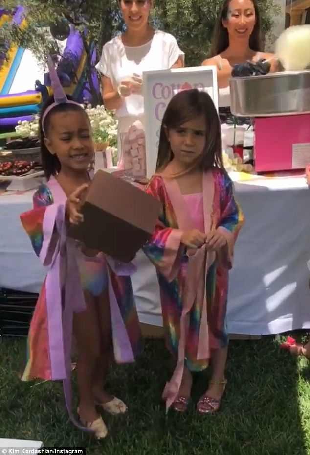 Dân tình trầm trồ vì tiệc sinh nhật 5 tuổi hoành tráng chuẩn rich kid của con gái Kim Kardashian - Ảnh 10.