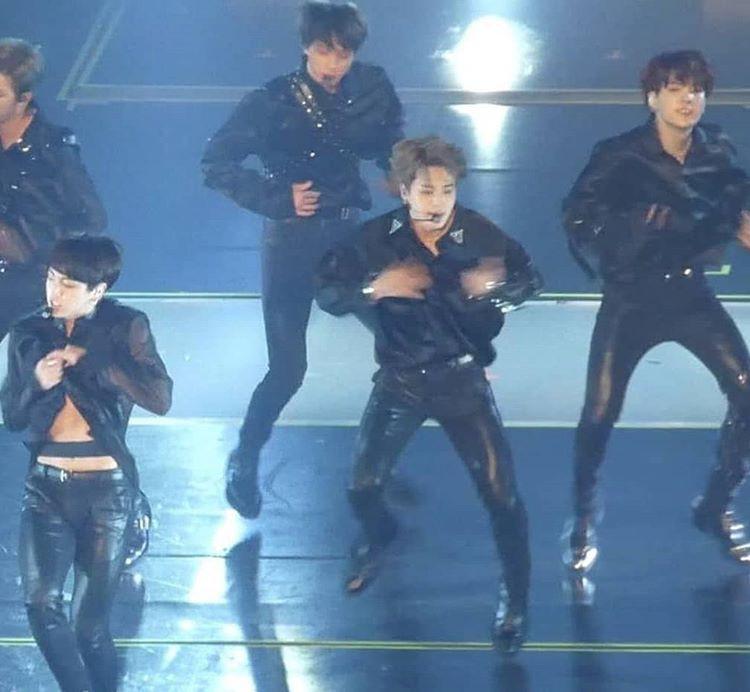 7 thành viên BTS gây lú vì không khác gì phân thân khi ghép ảnh cạnh nhau - Ảnh 12.