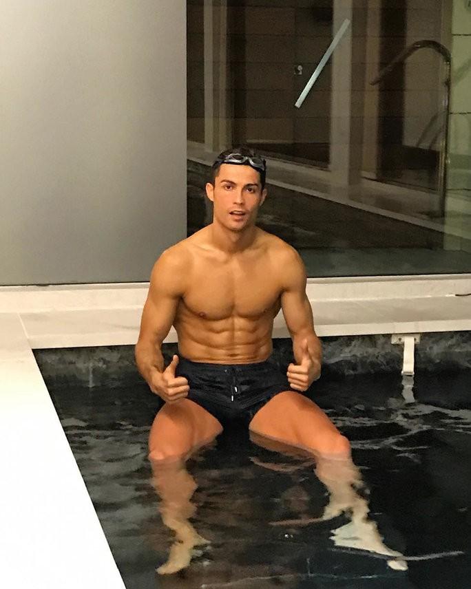 Lý do vì sao Cristiano Ronaldo vượt qua hàng loạt siêu sao showbiz để thống trị Instagram? - Ảnh 3.