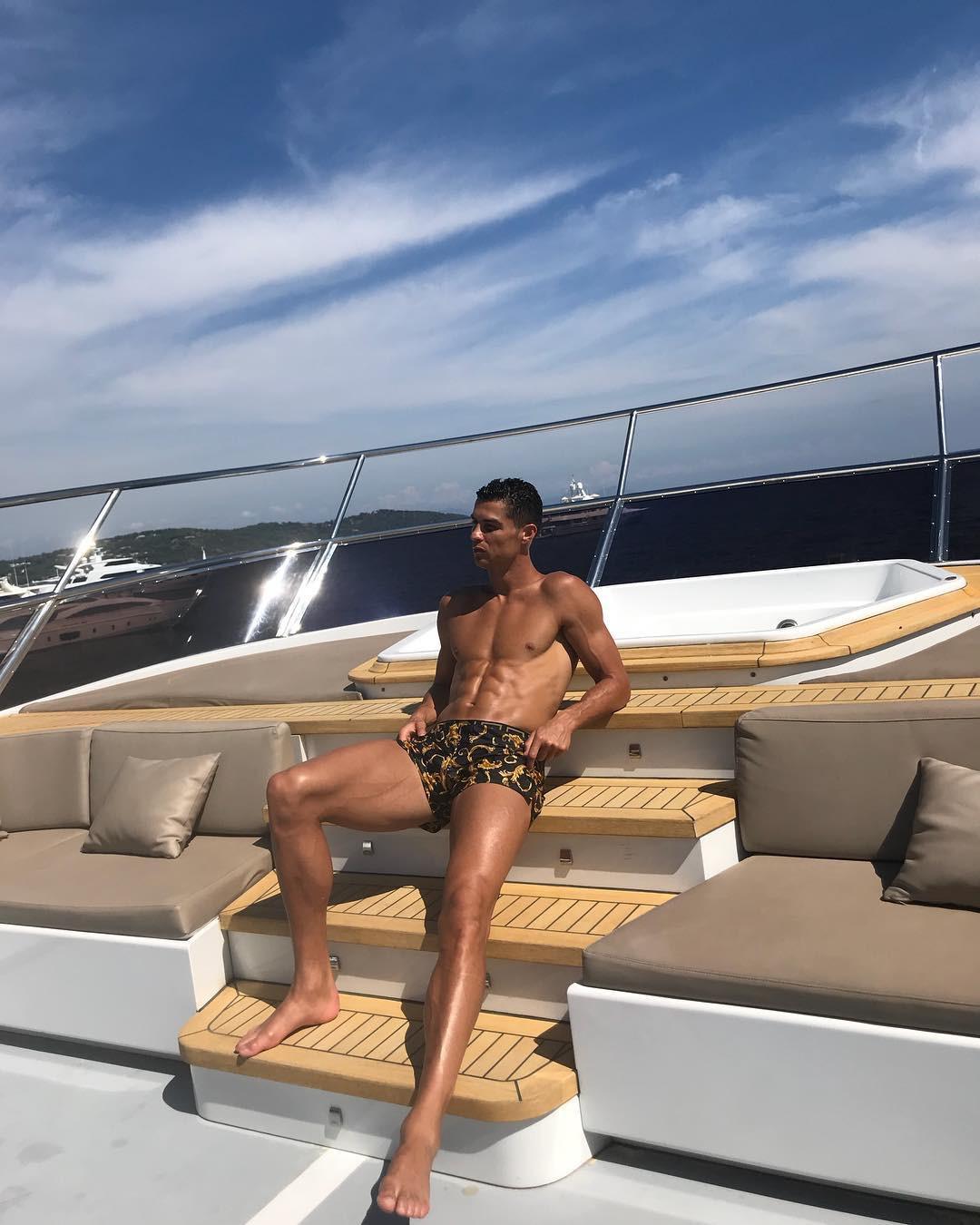 Lý do vì sao Cristiano Ronaldo vượt qua hàng loạt siêu sao showbiz để thống trị Instagram? - Ảnh 6.