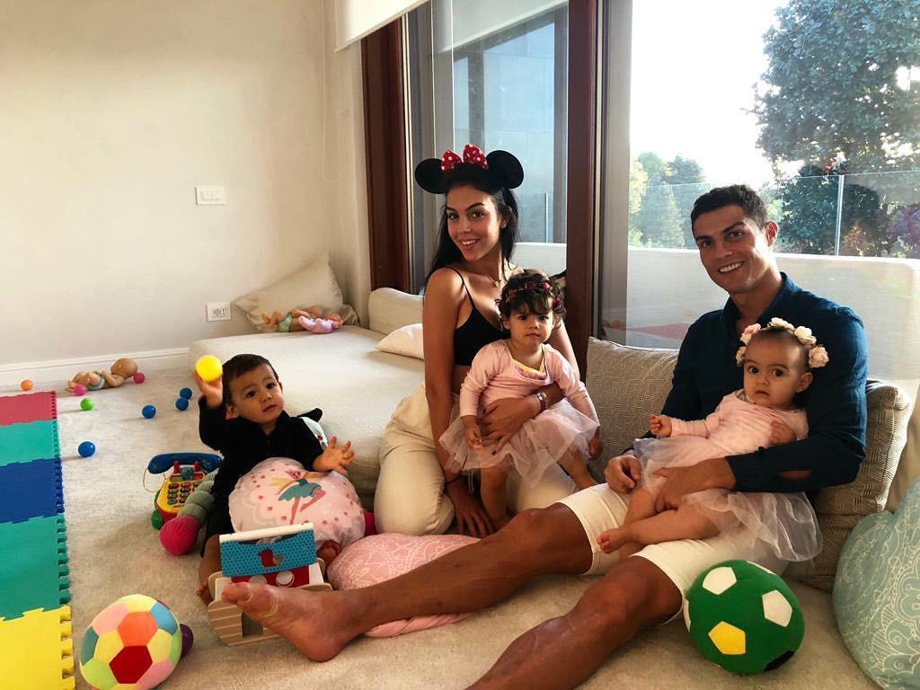 Lý do vì sao Cristiano Ronaldo vượt qua hàng loạt siêu sao showbiz để thống trị Instagram? - Ảnh 8.