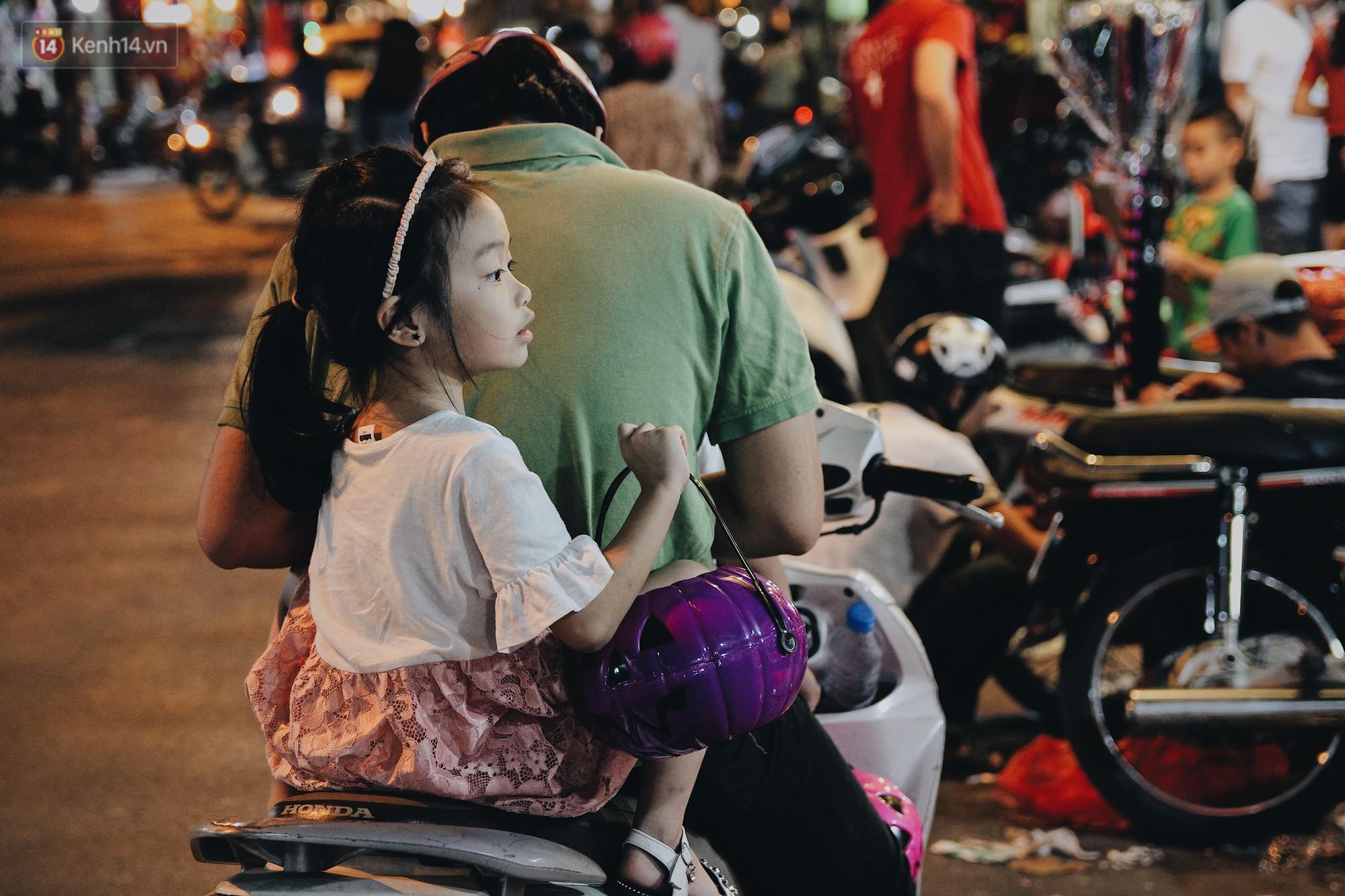 Hình ảnh Halloween tại phố Hàng Mã Hà Nội - Ảnh 10.