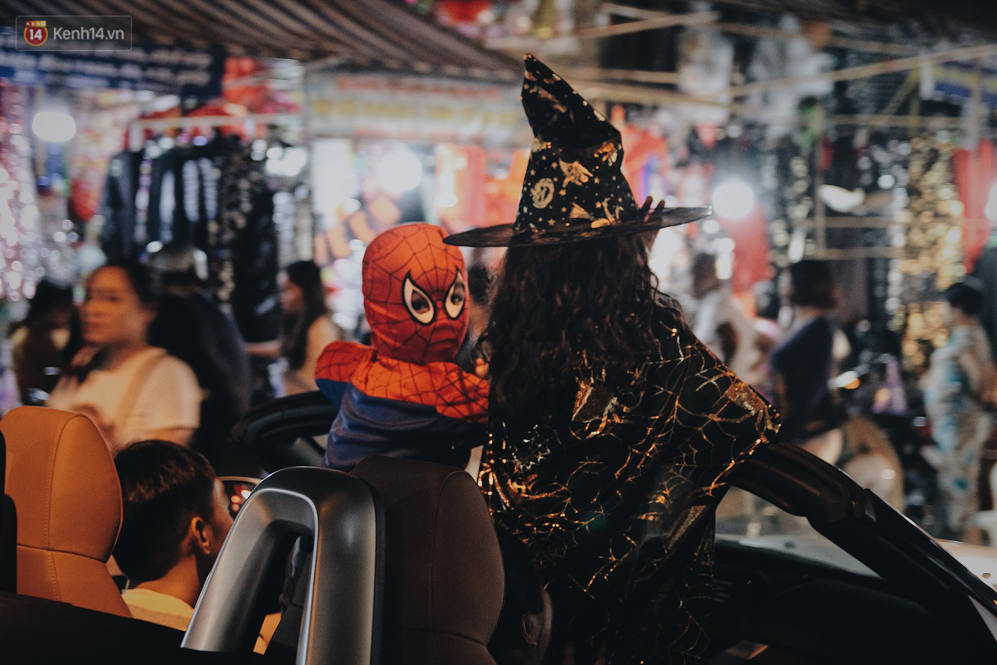 Hình ảnh Halloween tại phố Hàng Mã Hà Nội - Ảnh 14.