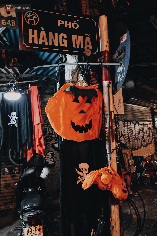 Hình ảnh Halloween tại phố Hàng Mã Hà Nội- Ảnh 2.