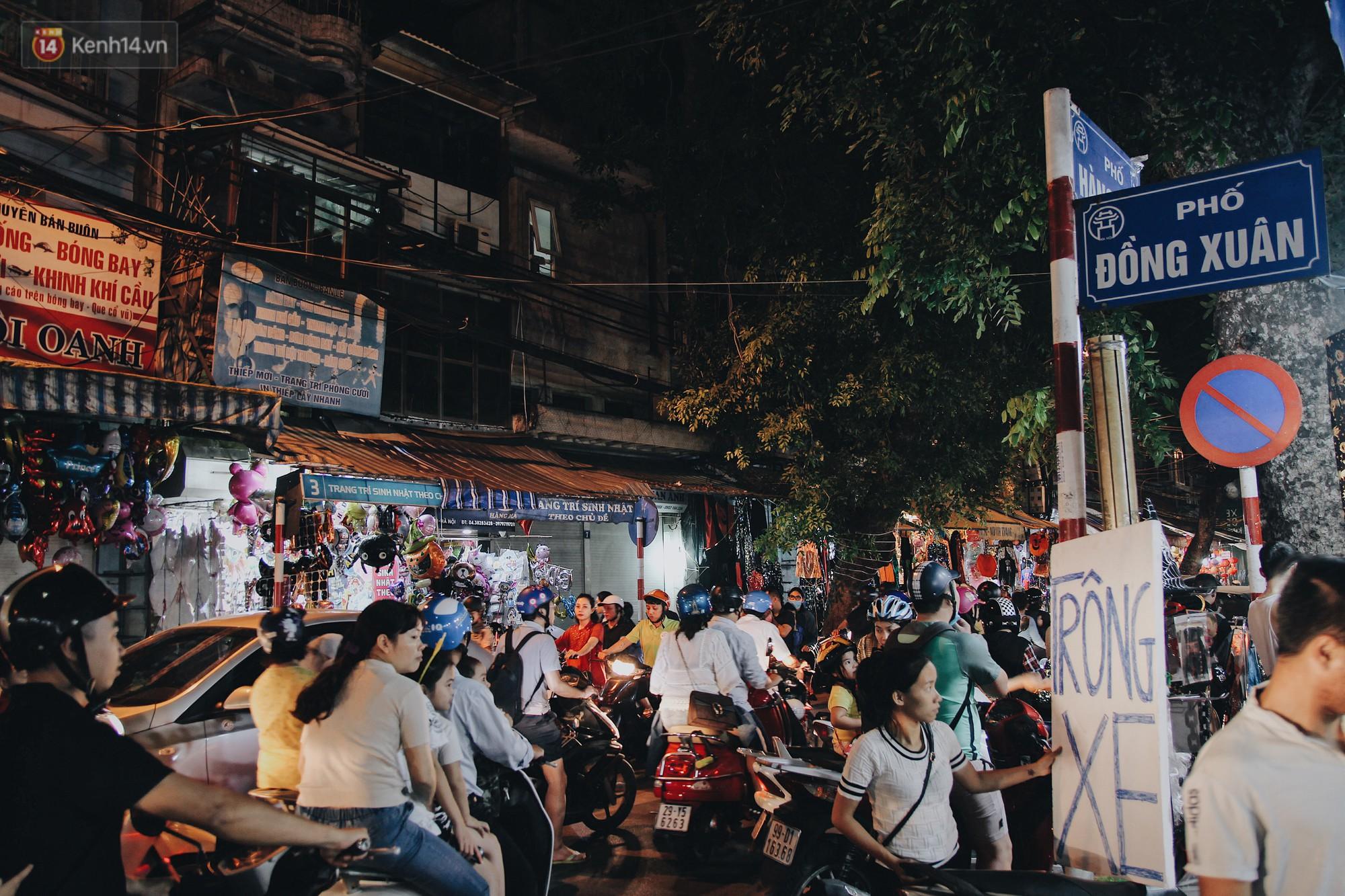 Hình ảnh Halloween tại phố Hàng Mã Hà Nội - Ảnh 1.
