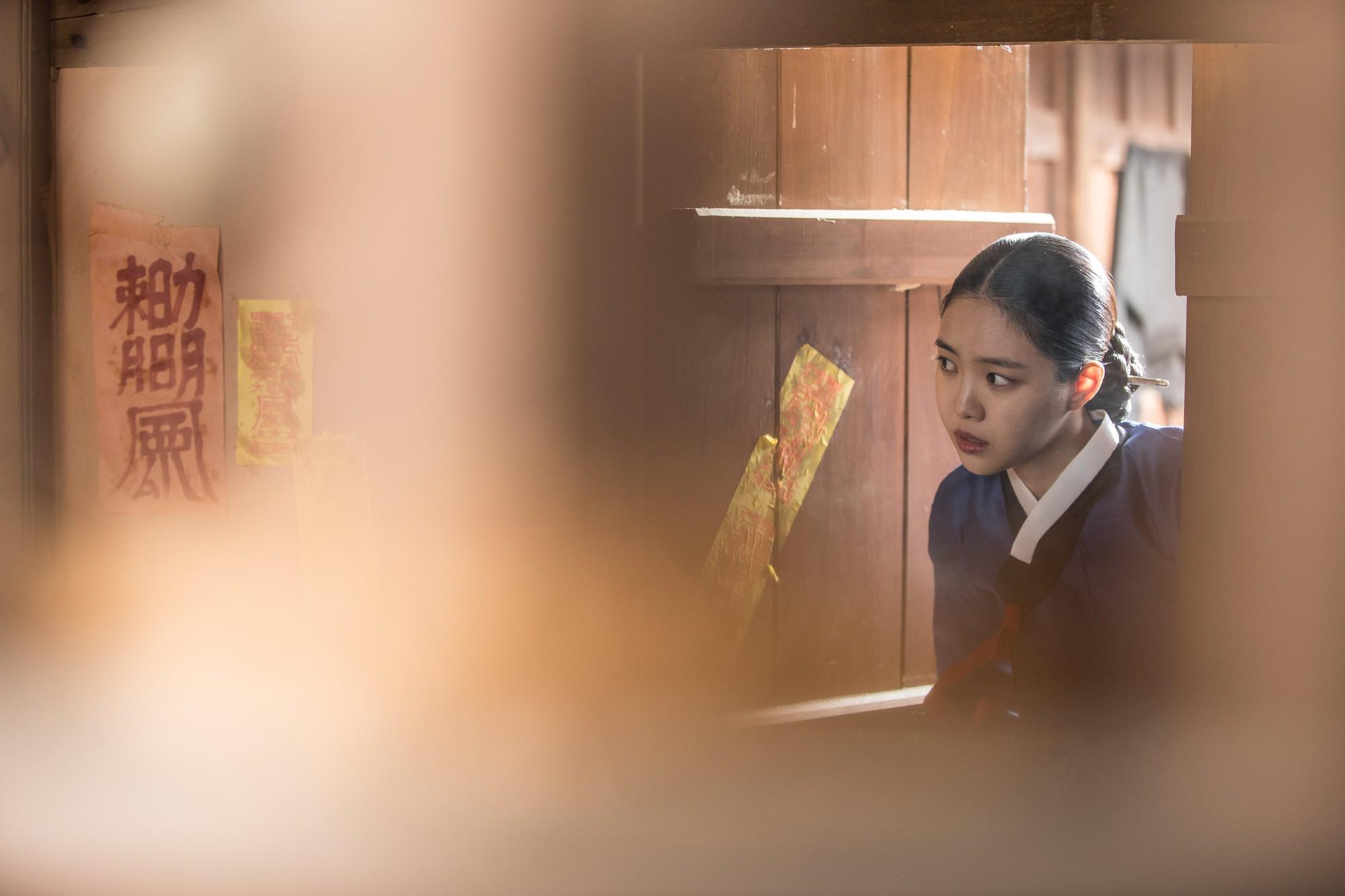 Hay tin Son Na Eun (Apink) đi đóng phim kinh dị, netizen Hàn ngán ngẩm hỏi: Không còn ai khác nữa sao? - Ảnh 8.