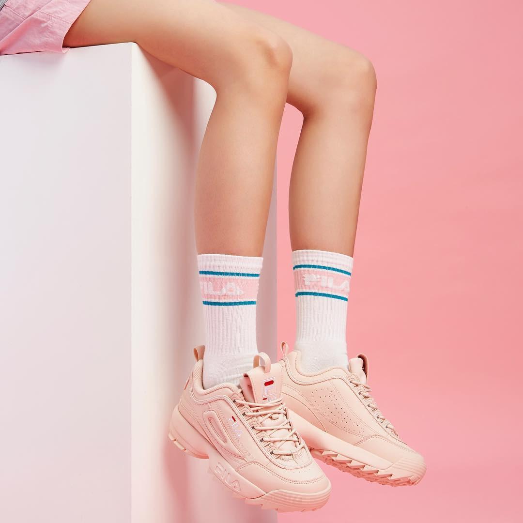 Danh hiệu sneaker đỉnh nhất 2018 không thuộc về đôi giày đắt đỏ nào mà lại là mẫu Fila huyền thoại vừa rẻ vừa chất này - Ảnh 3.