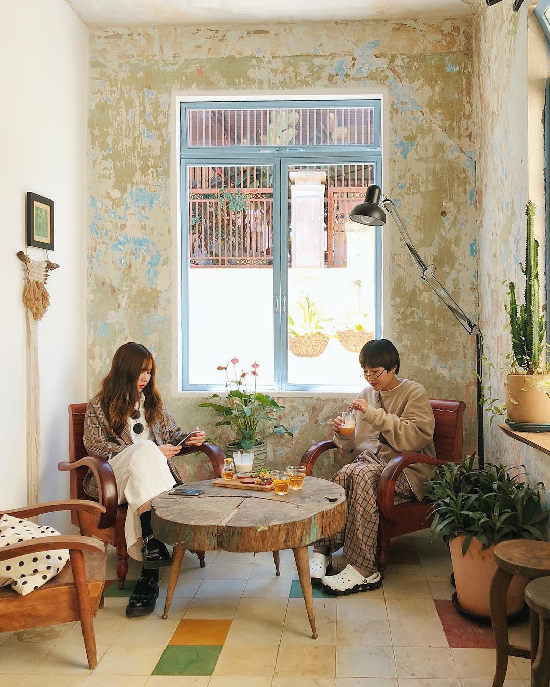 Đôi bạn thân diện đồ ton sur ton, cùng nhau chụp hết loạt cà phê mới toanh ở Đà Lạt nhìn thấy mê - Ảnh 7.