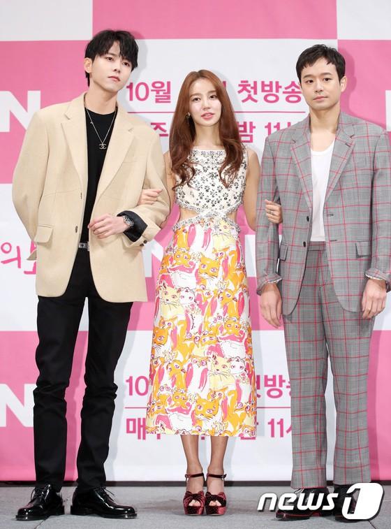 Trở lại sau 5 năm, Yoon Eun Hye hở da thịt táo bạo song gương mặt đầy dấu hiệu thẩm mỹ của cô mới gây chú ý - Ảnh 15.