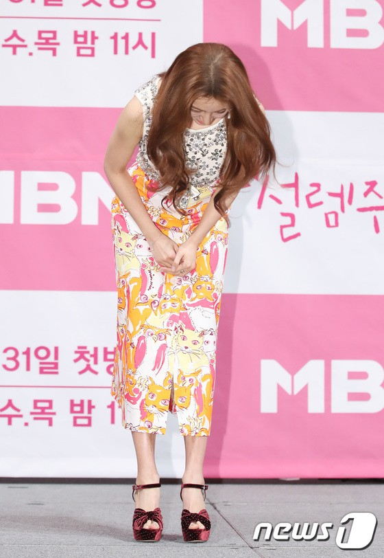 Trở lại sau 5 năm, Yoon Eun Hye hở da thịt táo bạo song gương mặt đầy dấu hiệu thẩm mỹ của cô mới gây chú ý - Ảnh 9.