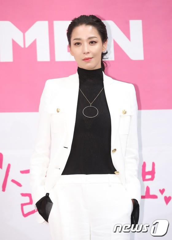 Trở lại sau 5 năm, Yoon Eun Hye hở da thịt táo bạo song gương mặt đầy dấu hiệu thẩm mỹ của cô mới gây chú ý - Ảnh 12.