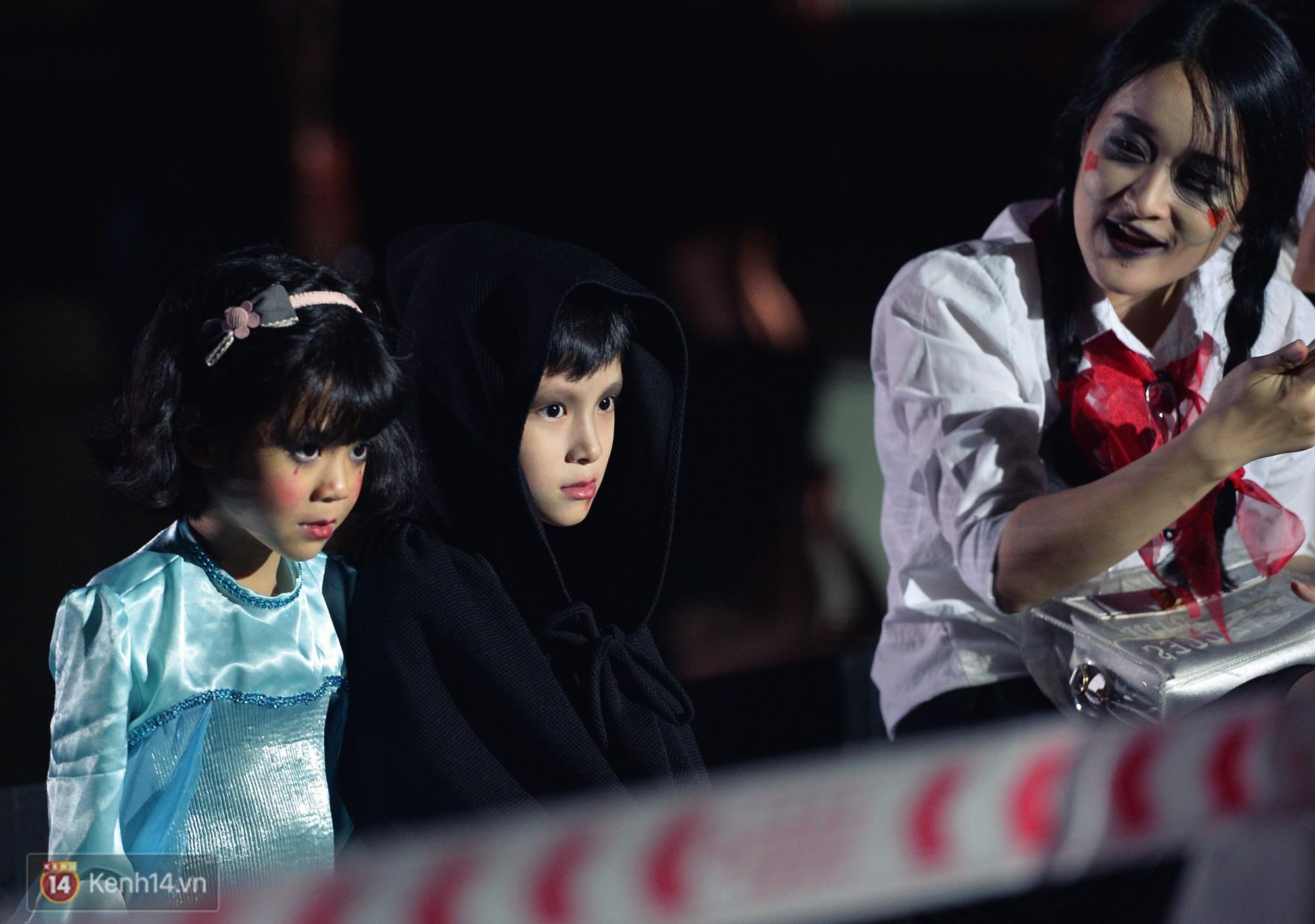 Màn hóa trang Halloween kinh dị nhất tại Đại học Mỹ Thuật Việt Nam - Ảnh 4.