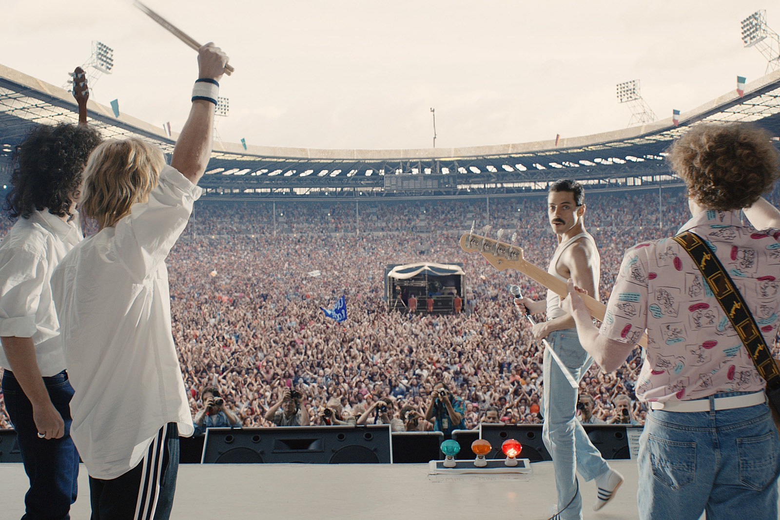 Bohemian Rhapsody: Tái hiện cảm động cuộc đời cống hiến của một tượng đài âm nhạc - Ảnh 7.
