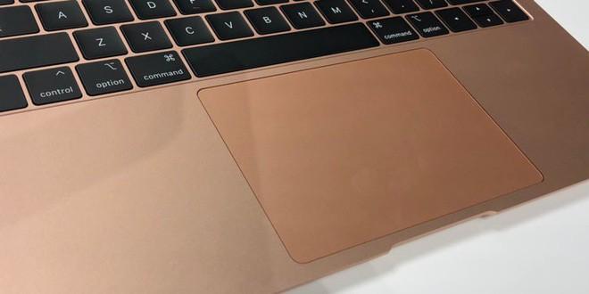 Những hình ảnh đầu tiên về MacBook Air mới: Chiếc laptop mà fan Apple luôn ao ước đây rồi! - Ảnh 9.