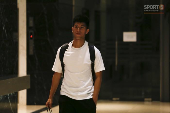 Duy Mạnh bỏ rơi Trường híp để ra sân bay đón bạn gái - Ảnh 8.
