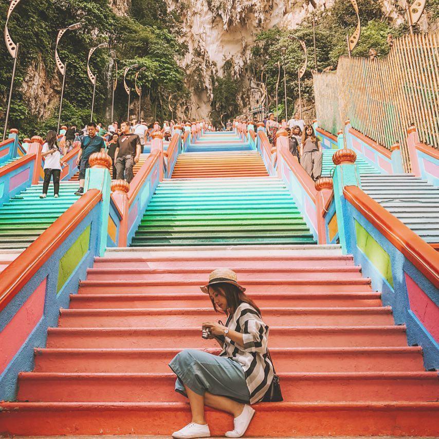 Dân sành sống ảo đang đổ xô check-in tại cầu thang 7 sắc cầu vồng đẹp như lối vào thiên đường - Ảnh 13.